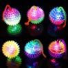 Lille Spikey bold med lys og snor